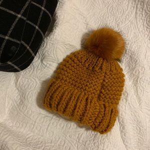 NWOT FREE PEOPLE POM POM HAT